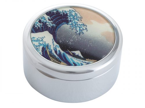 """This beautifully crafted Pillbox by John Beswick comes with a stunning extract from Hokasai's """"The Great Wave of Kanagawa"""". It is a woodblock print by the Japanese ukiyo-e artist Hokusai, published sometime between 1829 and 1833 in the late Edo period as the first print in Hokusai's series Thirty-six Views of Mount Fuji. Size: Diameter: 5 cm - 2"""" By John Beswick Product Code: P09HOK(S)"""