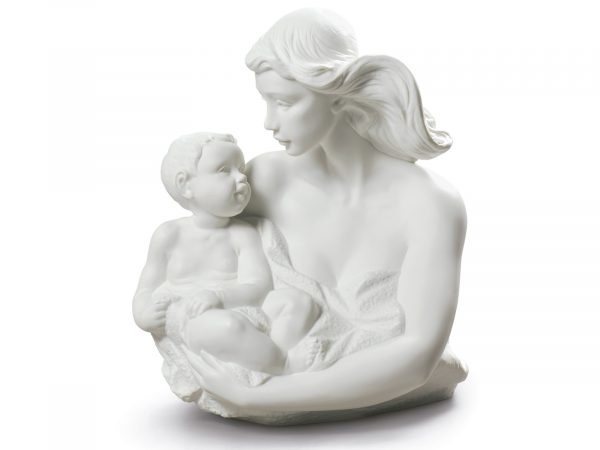 This is a magnificent Nao sculpture with intricate detail, a mother and daughter in a lovely pure white. Makes a beautiful gift for a Mother or Daughter or simply a beautiful Piece to complete a room. Size: 33 x 26 cm By Nao Product Code: 02001883