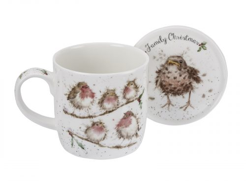 A beautiful family of Robins perched on a branch, With a matching coaster, its a must have this Winter. Size: Mug 0.31L Coaster 9.5cm - Mug 11fl.oz. Coaster 3.75